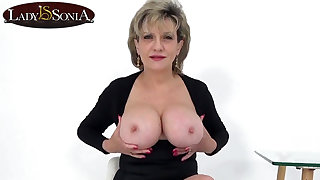 Aunt Sonia invites you over counterfoil catching you wanking
