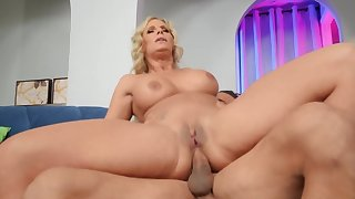 A home to rest and fuck for curvaceous MILF and unresponsive tramp